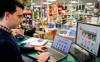greeks-buying-christmas-decorations-online-in-record-numbers