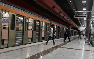 more-metro-stations-close-after-scuffles-between-police-and-protesters-in-athens