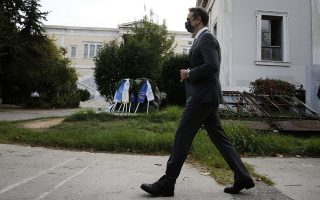 pm-reaches-out-to-youth-at-athens-polytechnic-wreath-laying