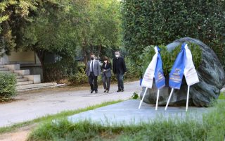 president-lays-wreath-at-athens-polytechnic-calls-for-restraint-for-the-common-good