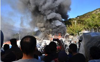 fire-burns-tents-structures-in-greek-refugee-camp0