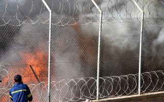 fire-breaks-out-at-samos-refugee-camp