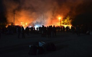 fire-breaks-out-at-samos-migrant-center0
