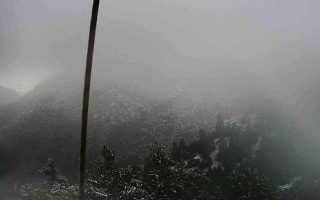 first-snow-falls-in-mount-parnitha-as-cold-snap-looms
