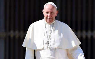 pope-sends-aide-to-greek-island-to-bring-back-33-migrants