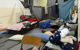 police-raid-occupied-building-in-exarchia-evicting-130-migrants