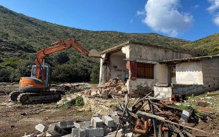authorities-start-demolitions-of-illegal-buildings-on-historic-site