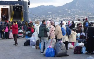 more-than-2-300-refugees-to-be-transferred-to-mainland-after-easter