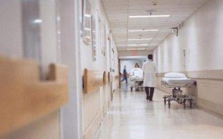 doctor-lightly-injured-by-falling-plaster-in-veria-hospital