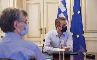 mitsotakis-urges-youngsters-to-take-extra-care-with-coronavirus-heralds-new-measures0