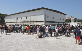 samos-migrants-to-be-moved-to-new-camp-in-september