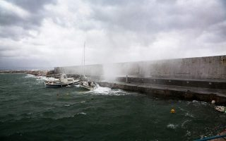 powerful-storm-rolls-across-south-greece-outages-reported