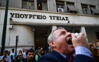 hospital-workers-stage-anti-government-protest-in-athens