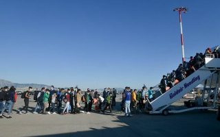 104-refugees-relocated-from-athens-to-hannover