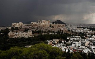 four-lightly-injured-by-lightning-on-acropolis-hill
