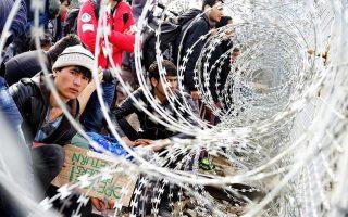 greek-police-start-removing-migrants-from-fyrom-border