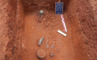 greek-archaeologists-uncover-riches-overlooked-by-robbers