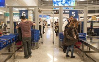 two-brazilians-stopped-at-athens-airport-with-2-2-kilograms-of-cocaine
