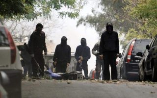 police-officer-injured-in-firebomb-attack-in-exarchia
