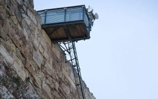 elevator-operation-suspended-at-acropolis-hill-due-to-high-winds