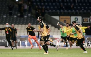olympiakos-pulls-away-as-challengers-draw0