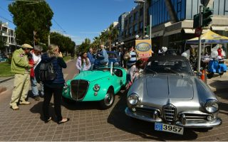 vintage-cars-attract-fans-to-athens-exhibition