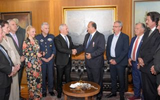 defense-minister-meets-ahi-chief-in-athens