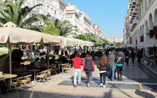 operation-under-way-in-thessaloniki-to-clear-sidewalks