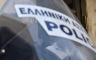 police-station-in-northern-athens-comes-under-hail-of-molotovs