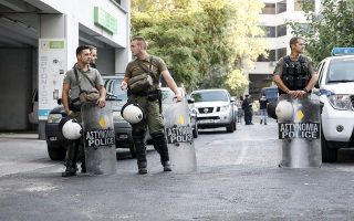 police-raid-squat-in-central-athens