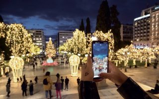 cities-and-towns-doing-their-bit-to-spread-the-holiday-spirit0