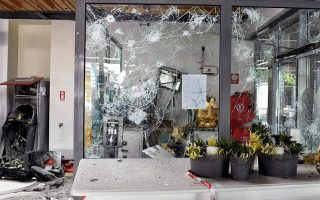 robbers-flee-with-cash-after-blowing-up-corinth-atms