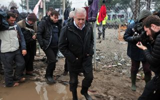 avramopoulos-urges-states-to-step-up-refugee-relocation