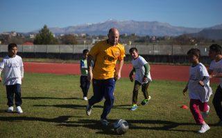 barca-veterans-hold-soccer-workshop-for-refugees