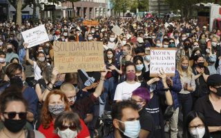 thousands-march-in-berlin-in-support-of-refugees-in-greece0