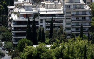 one-fifth-of-greeks-covering-83-pct-of-annual-income-taxes0