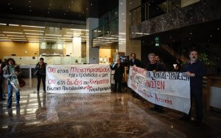protesters-enter-bank-of-greece-protesting-foreclosures