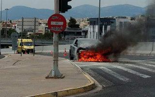 burning-car-causes-traffic-jam-on-kifissias-avenue