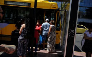 athens-bus-tickets-sales-rise-after-scheme-blocks-free-riders