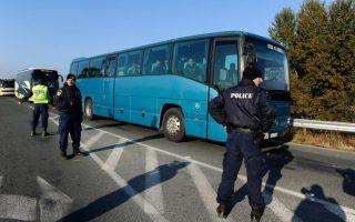 greek-police-remove-protesting-migrants-at-border0