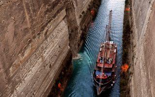 corinth-canal-closed-for-large-vessels-after-landslide