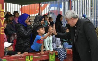 pope-s-charity-chief-visits-refugee-camp-in-greece