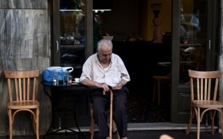 report-finds-greeks-struggling-to-make-ends-meet-and-pay-bills