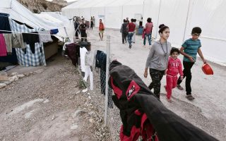 work-to-improve-island-centers-for-migrants-moving-slowly