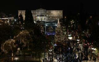 athens-christmas-tree-lit-up-kick-starting-festivities