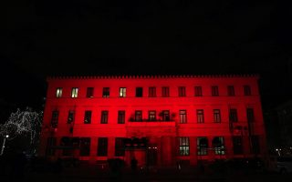 athens-city-hall-lit-up-in-the-colors-of-the-turkish-flag
