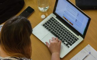 most-greek-under-13s-allowed-to-use-social-media