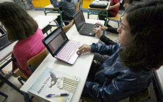 few-fifth-sixth-graders-use-internet-for-homework-in-greece-poll-finds