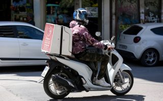 e-shops-couriers-buckling-under-shutdown-pressure