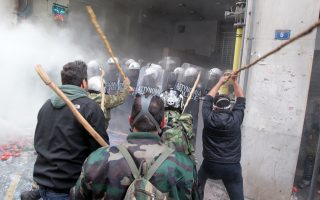 police-fire-tear-gas-to-disperse-angry-farmers-in-athens